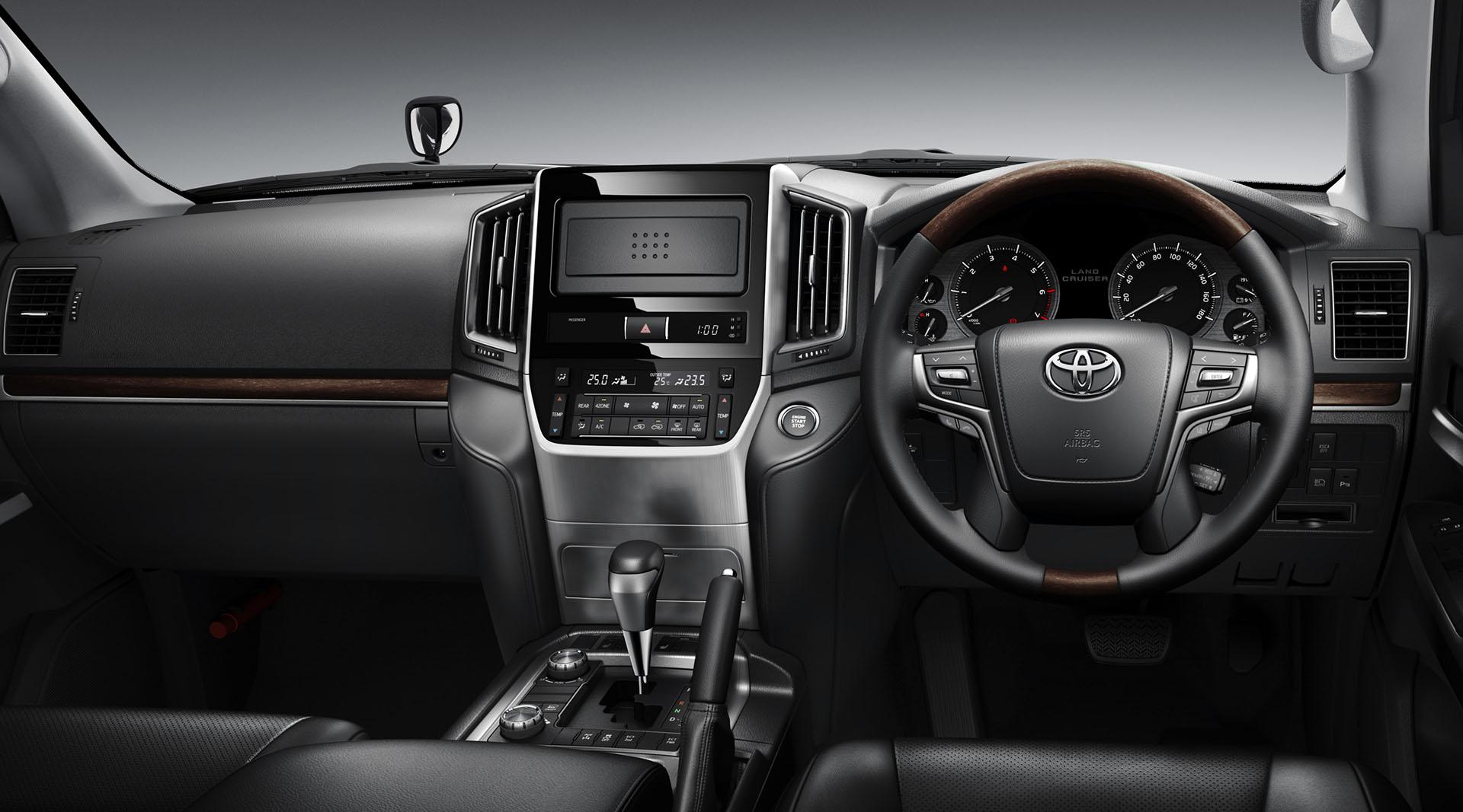 Toyota Land Cruiser 2016 interior - dashboard