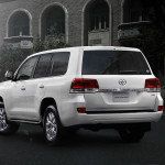 Toyota Land Cruiser 2016 white rear end