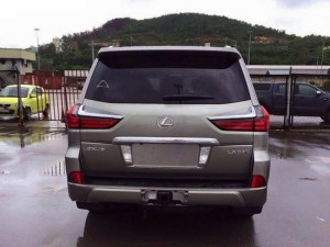 Lexus LX 2016 rear end / задняя часть
