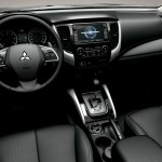 Mitsubishi L200 интерьер