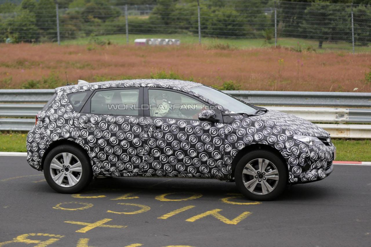 Toyota Auris Cross тестовый прототип шпионское фото