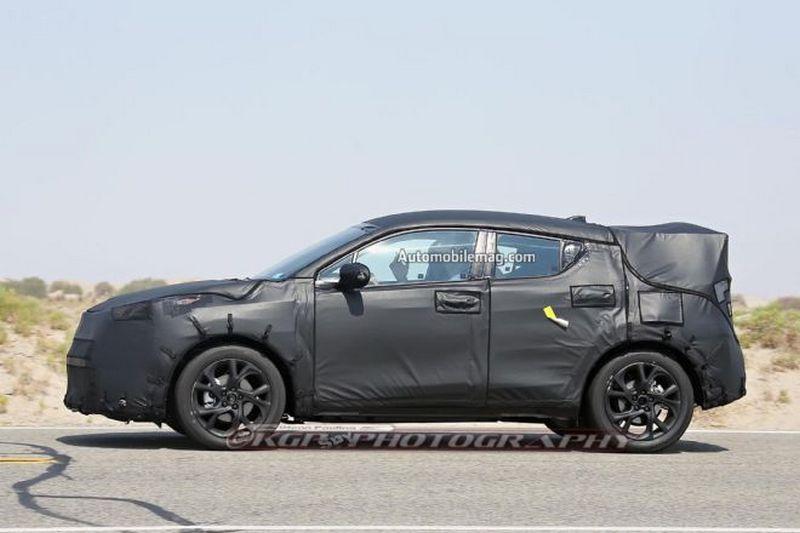 Toyota тестовый прототип нового компактного кроссовера на базе концепта C-HR