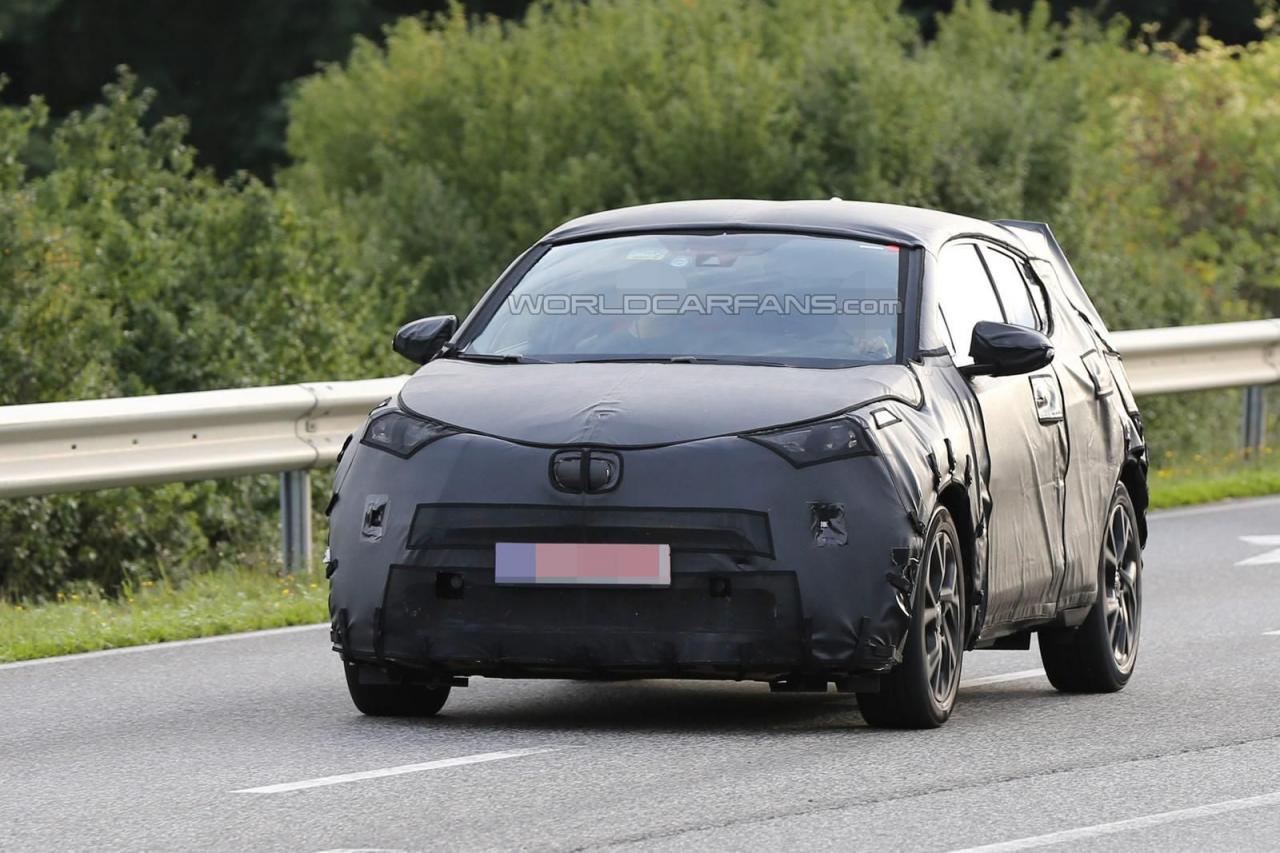 Toyota C-HR 2016 spy photo - шпионское фото