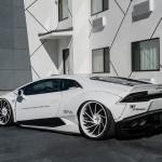 Lamborghini Huracan в тюнинге Liberty Walk на колесах Forgiato