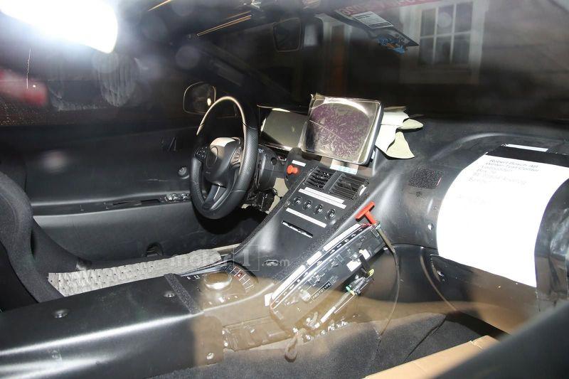 Aston Martin DB11 шпионское фото