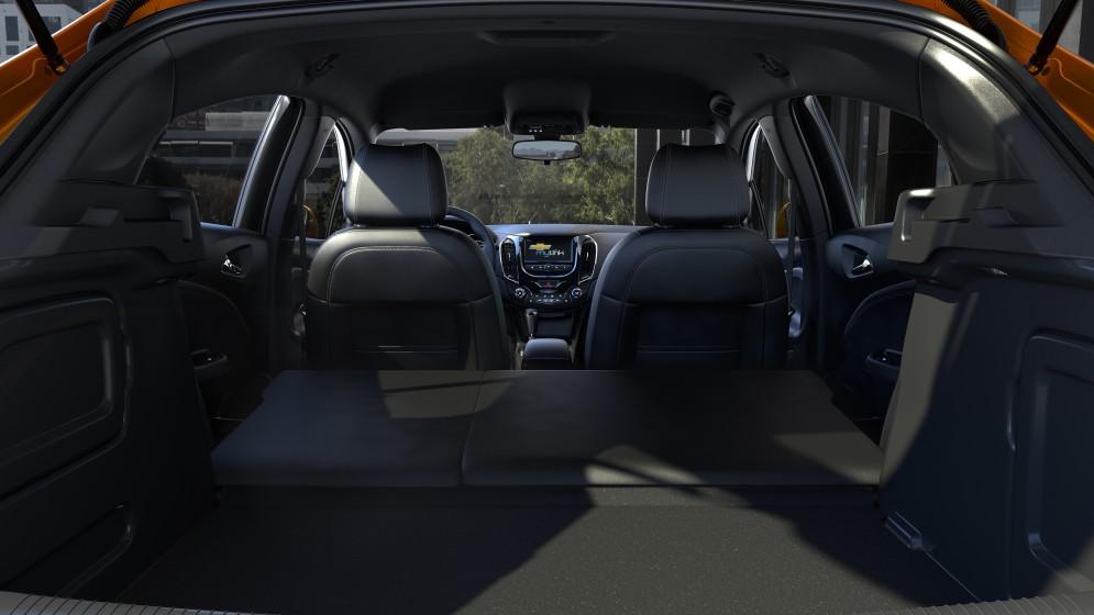 Chevrolet Cruze хэтчбек официальное фото (багажник)