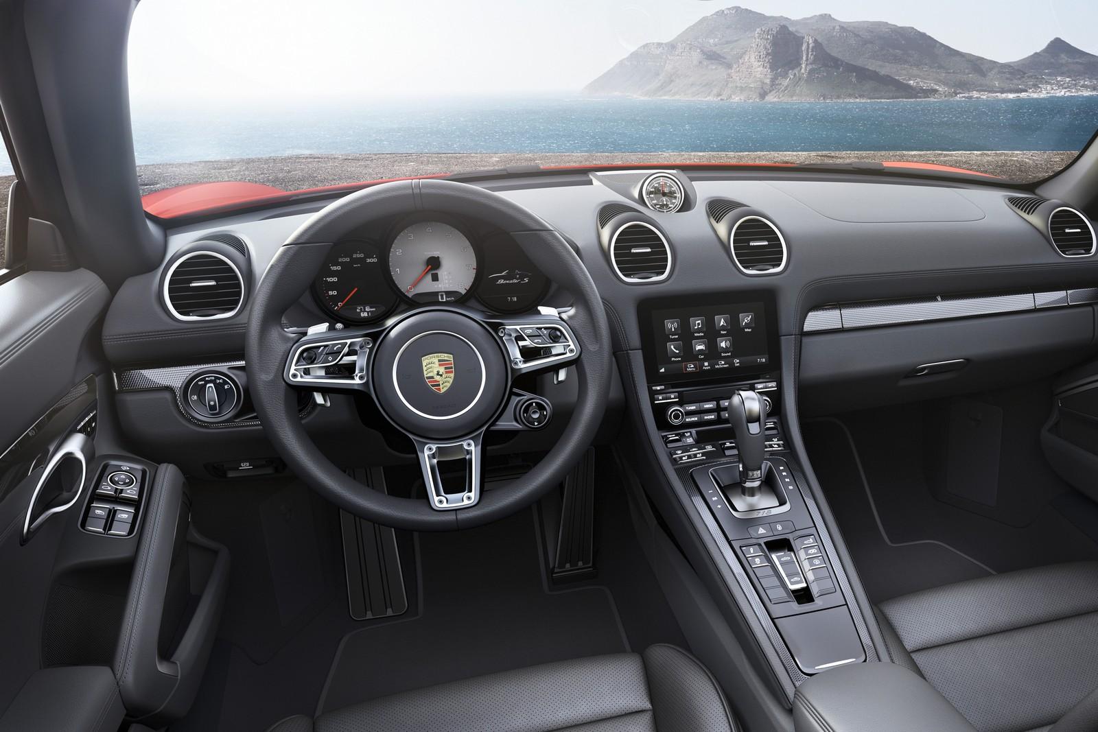 Porsche 718 Boxster S официальное фото, интерьер - руль + приборная панель