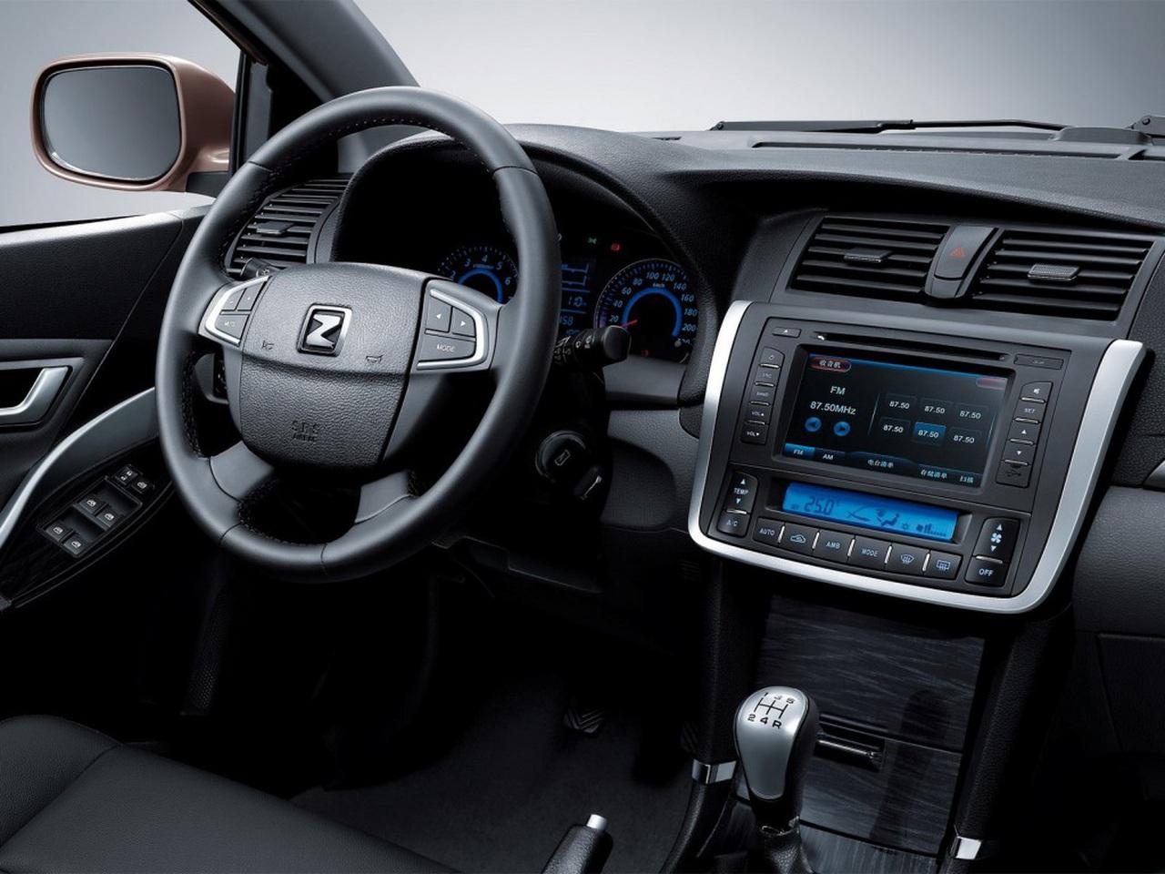 Zotye Z300 фото салона - приборная панель + руль