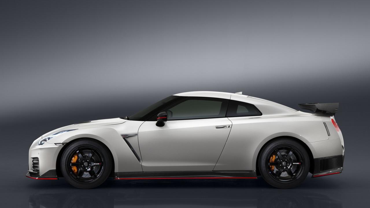 Ниссан озвучил американские цены «заряженного» купе GT-R Nismo 2017