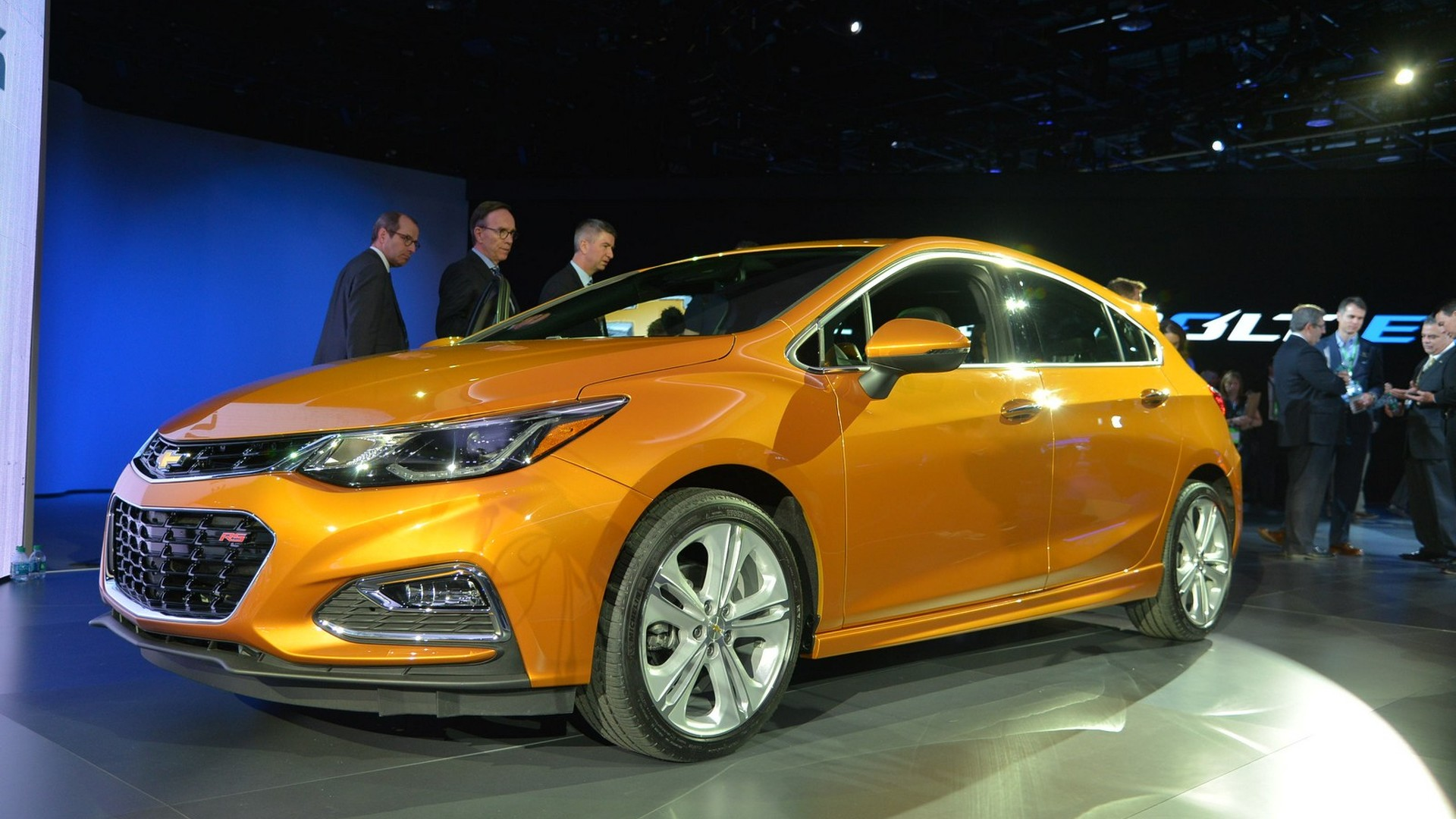 2017 chevrolet cruze hatchback first drive hatching a new autos post. Black Bedroom Furniture Sets. Home Design Ideas