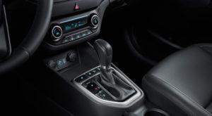 Hyundai Creta фото интерьера - рычаг переключение передач