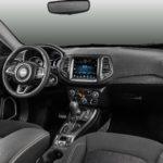 Jeep Compass 2017 - фото салона - передней панели