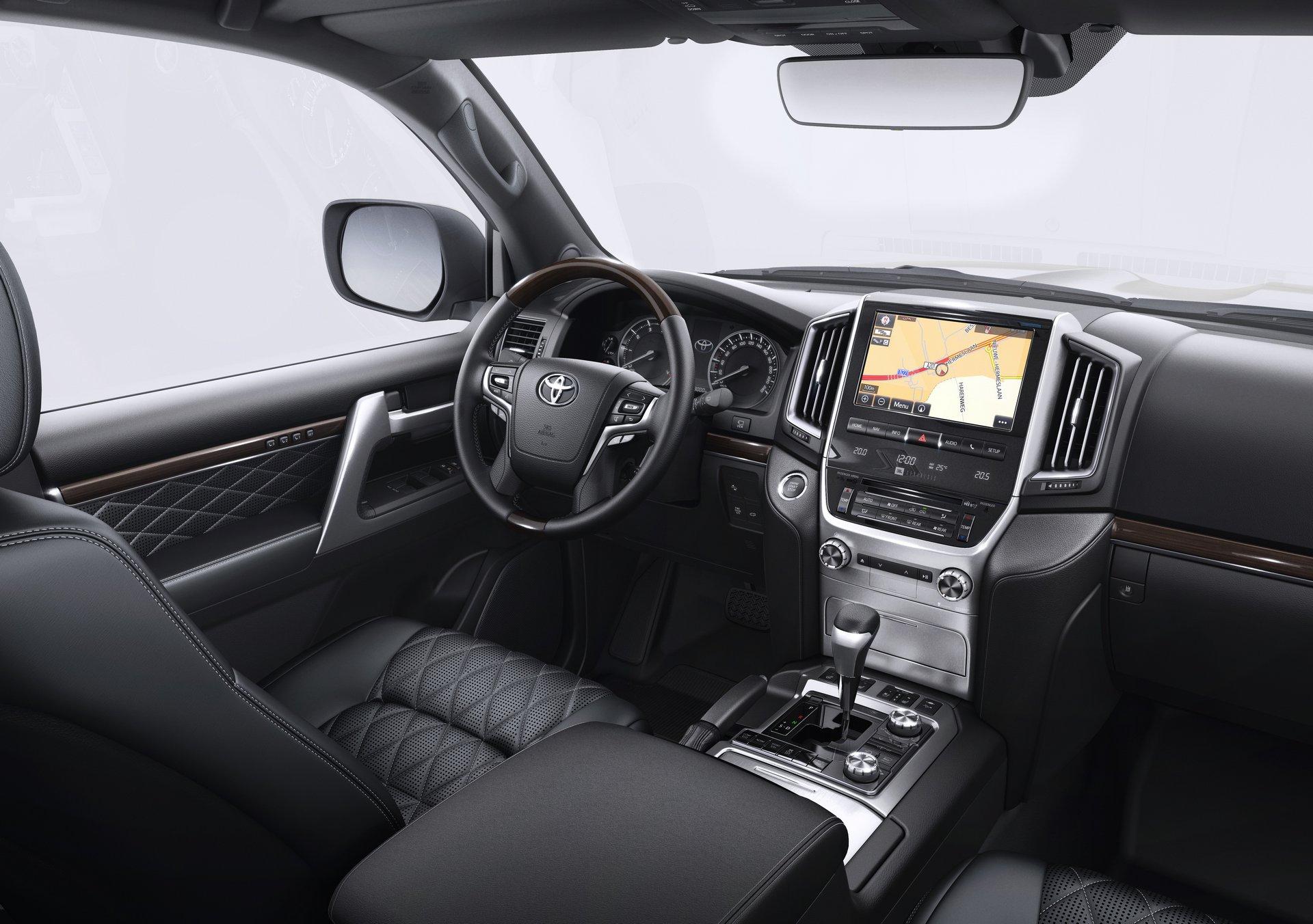 Toyota Land Cruiser 200 Executive Black / White