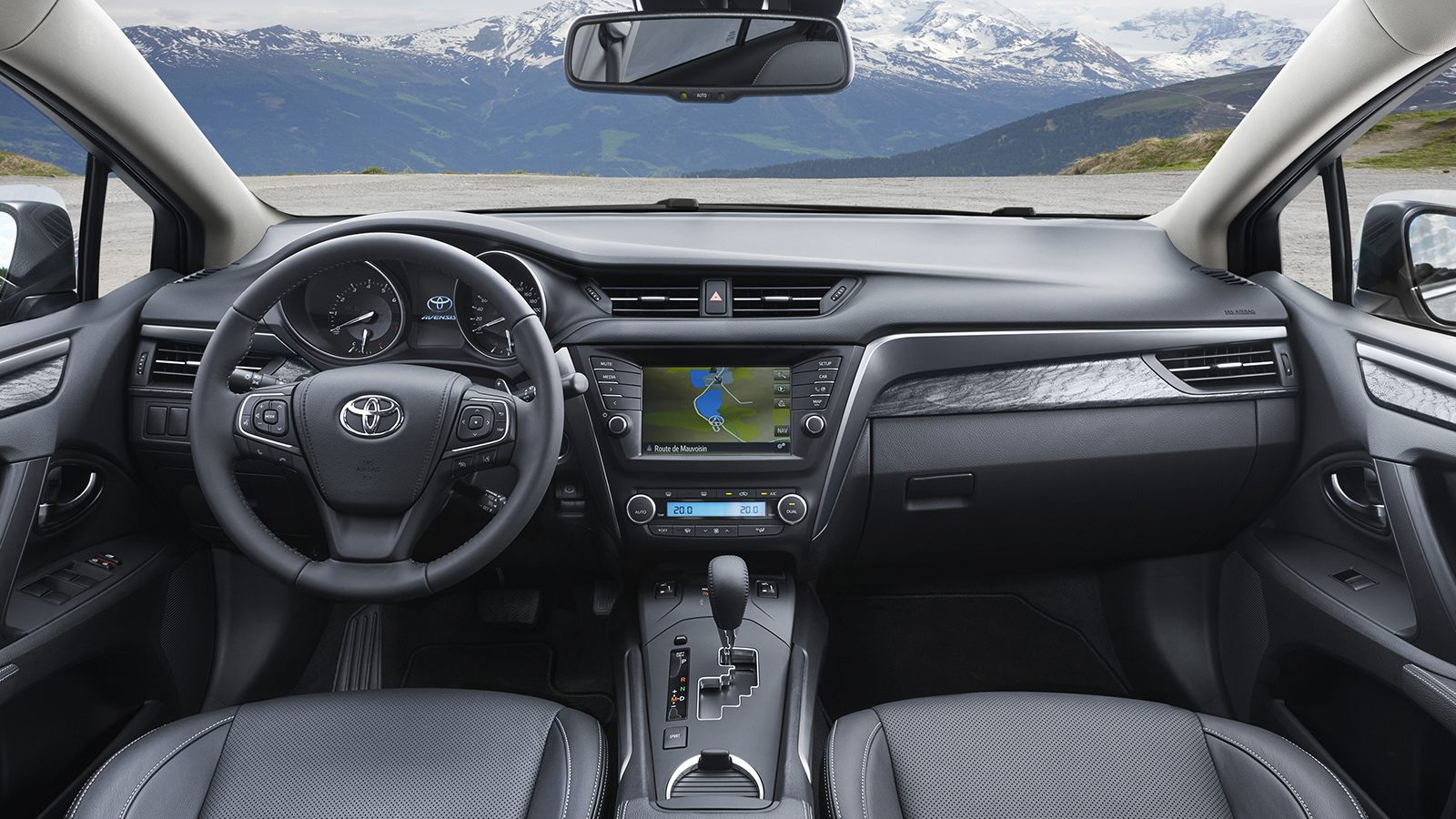Toyota Avensis фото интерьера