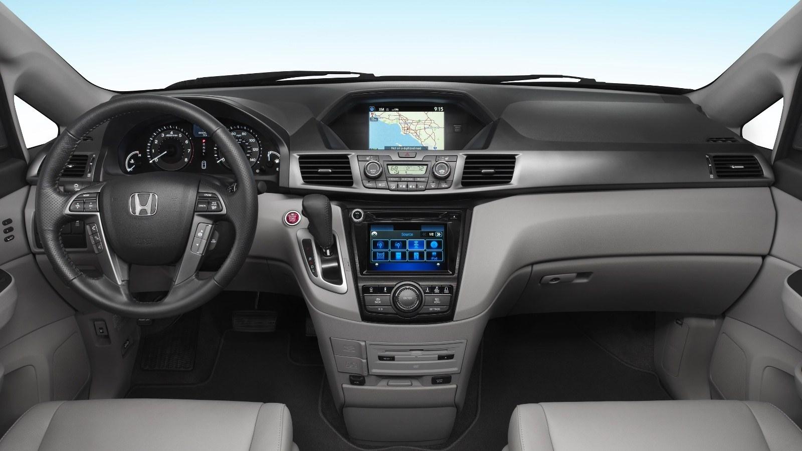 Озвучены цены обновлённого минивэна Хонда Odyssey 2017 модельного года