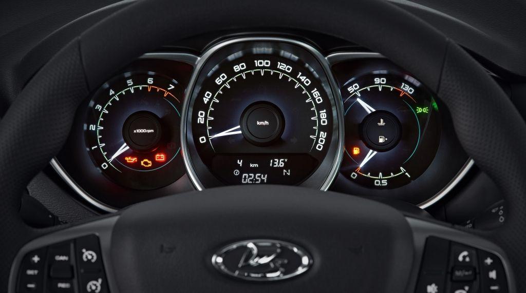 На фото: «приборка» российской версии Lada Vesta