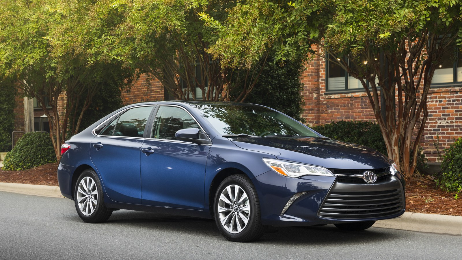 toyota-camry-xle-us1