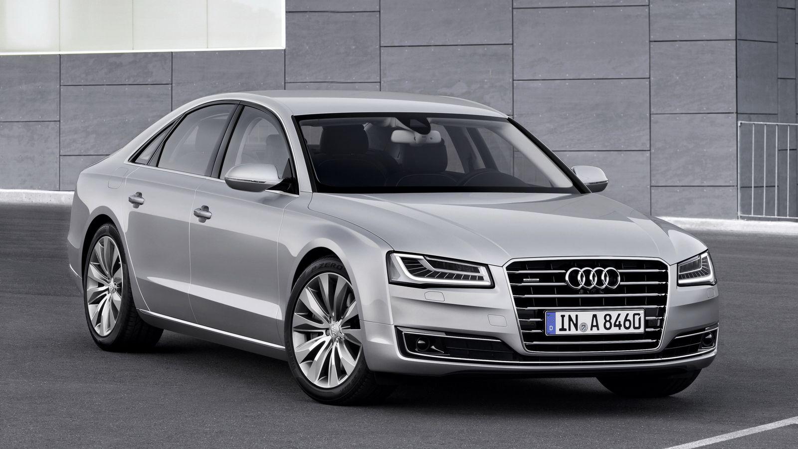 Актуальный Audi A8 продается на российском рынке. Стартовая цена флагманского седана составляет 5 545 000 рублей.