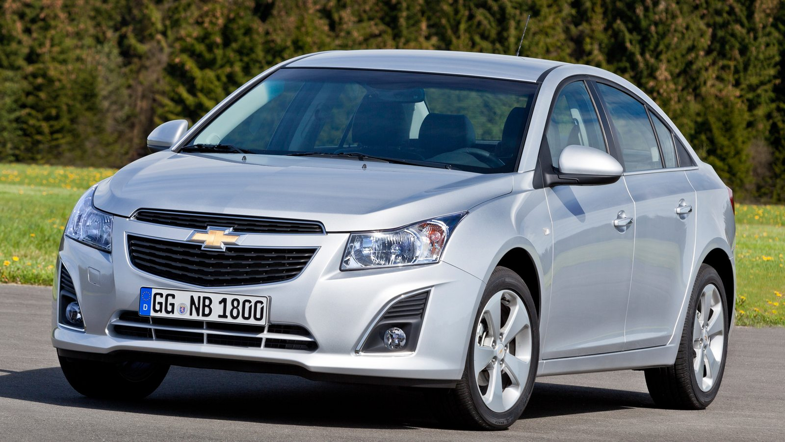 Chevrolet Cruze sedan and hatchback (MY 2013)