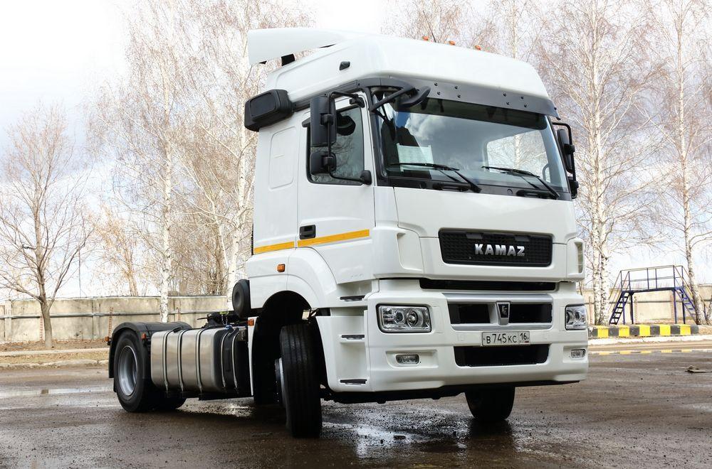 Первые автомобили «КАМАЗ-6490 NEO» будут отправлены впарки крупнейших клиентов
