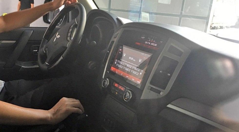 Так выглядит салон Mitsubishi Pajero 2018 модельного года в исполнении для китайского рынка. Фото: autohome.com.cn