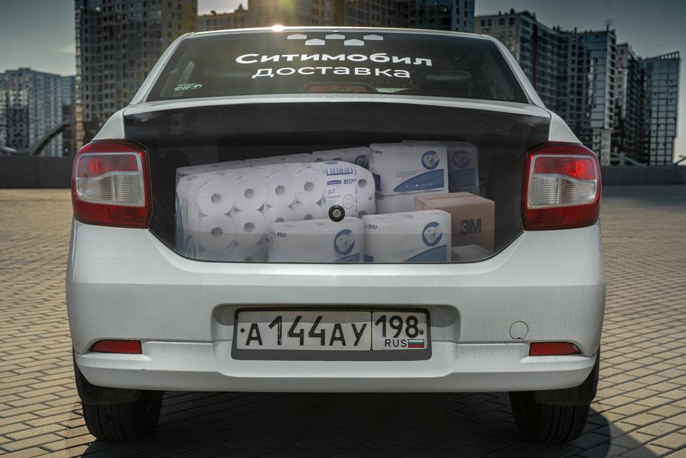 Ситимобил нанёс на багажники такси самые необычные предметы, отправленные доставкой
