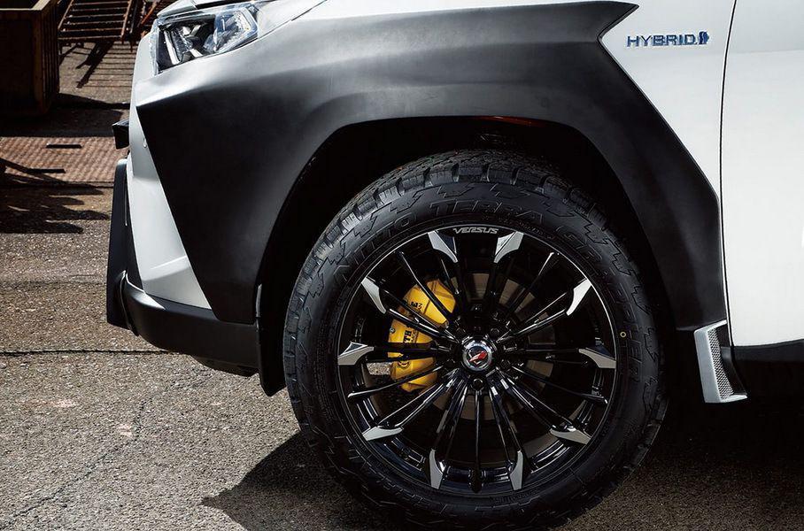 Для нового Toyota RAV4 разработали хардкорный тюнинг: фото