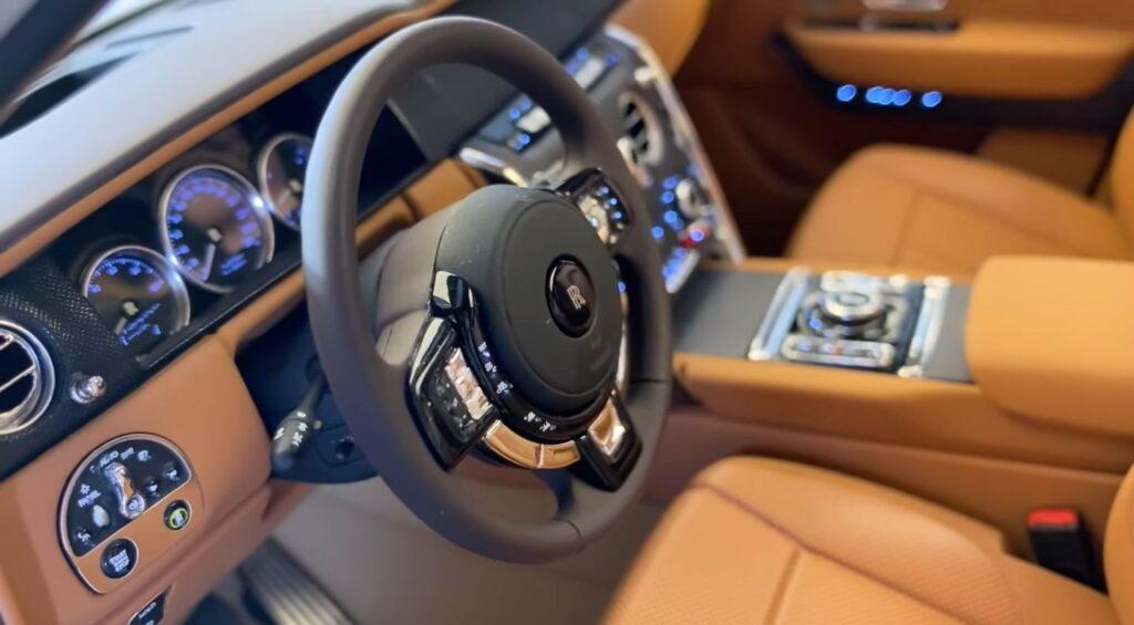 Миниатюрную реплику Rolls-Royce Cullinan выставили за $40 000