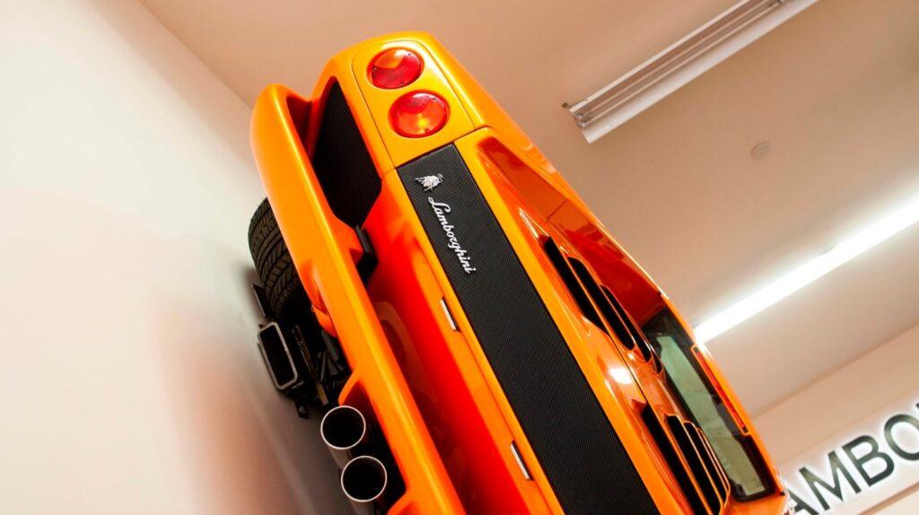 Культовый настенный Lamborghini Diablo пустят с молотка