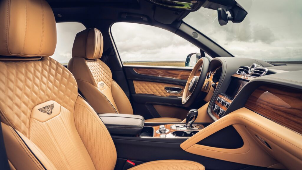 Bentley представила четырехместную версию обновленного Bentley Bentayga