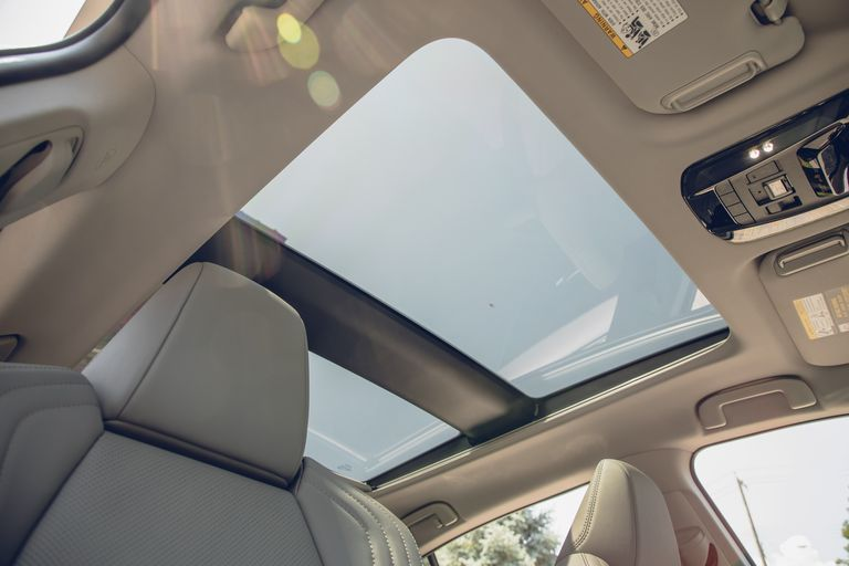 Toyota объявила цены на кроссовер Toyota Venza 2021 года