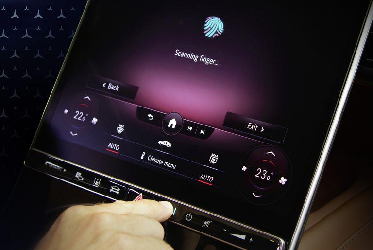Mercedes-Benz официально показала интерьер S-Class нового поколения на пресс-конференции