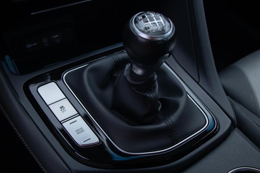 Обновленный Genesis G70 будет доступен только на автоматической КПП