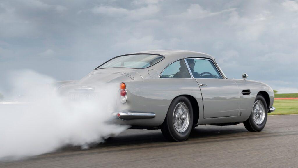 Aston Martin представила новый DB5 Goldfinger ограниченного выпуска
