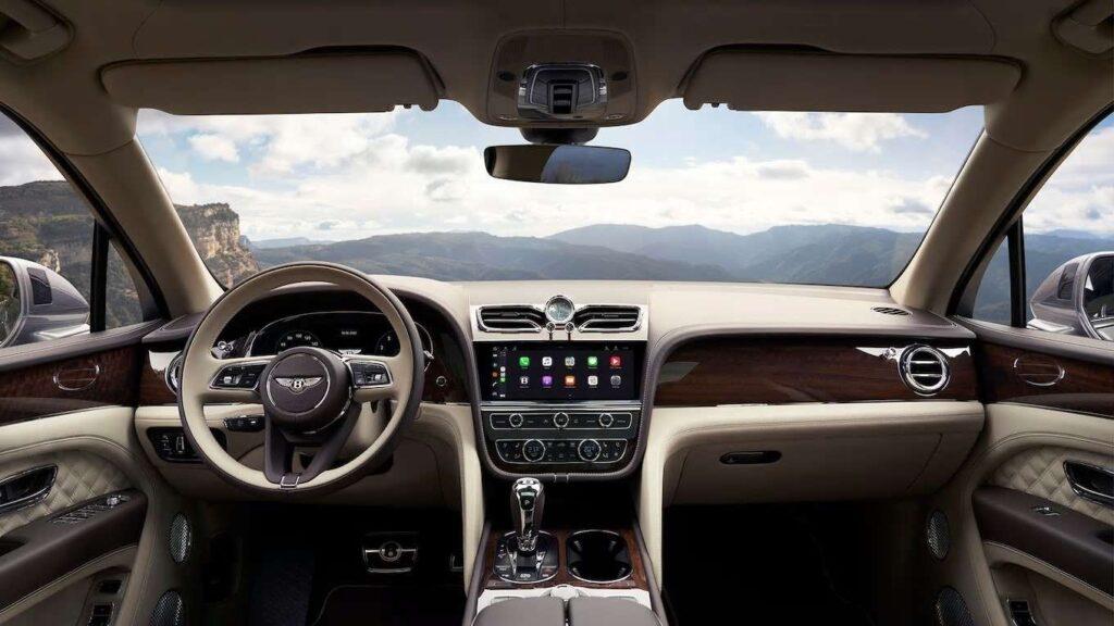 Опубликован обзор нового Bentley Bentayga 2021 модельного года: фото