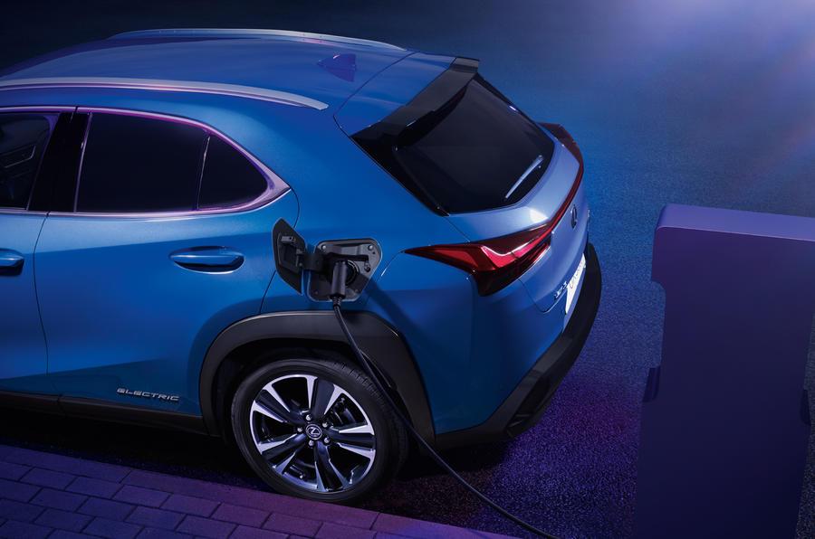 Lexus открыл предзаказ на свой первый электромобиль Lexus UX 300e