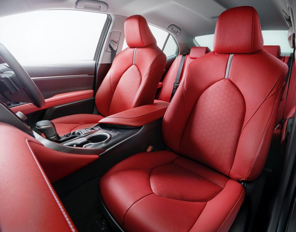 Toyota обновила Camry и показала особую версию в честь 40-летия выпуска