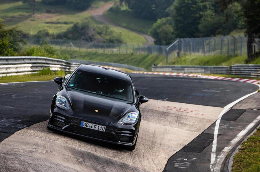 Porsche Panamera установил рекорд скорости на гоночной трассе Нюрбургринг