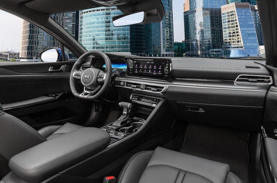 В Kia объявили российские комплектации и цены на новый седан K5