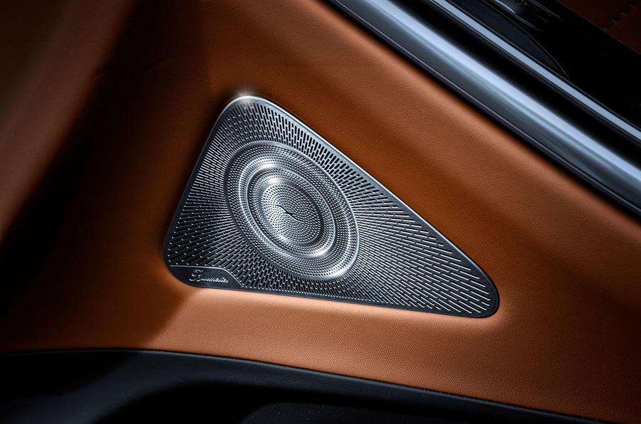 Интерьер нового Mercedes S-Class опубликован на тизерах