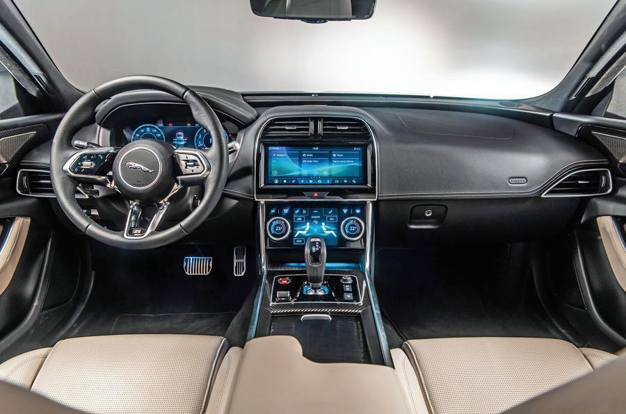 Фотошпионы опубликовали новые снимки Jaguar XF Sportbrake 2021 года