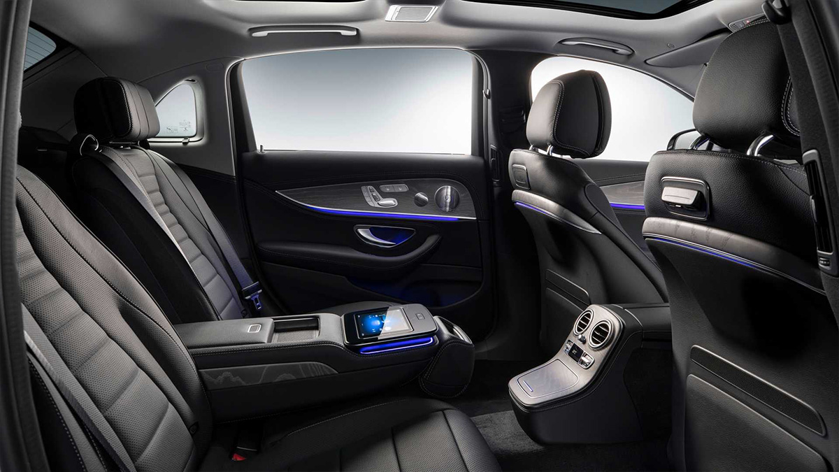 Mercedes-Benz представил длиннобазную версию седана E-Class