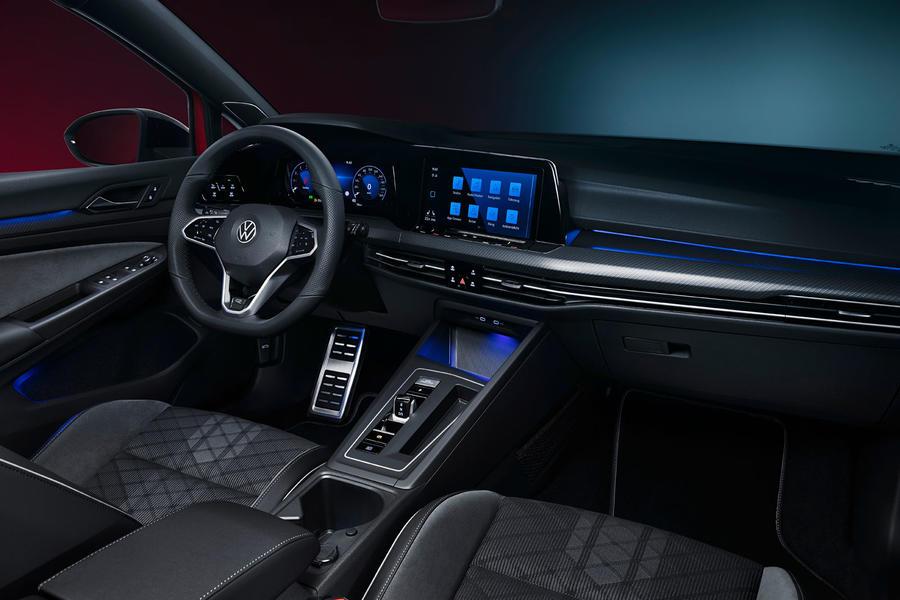 Компания Volkswagen представила обновленные версии универсала Golf