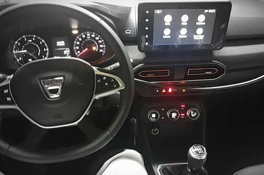 Опубликованы «живые» фото салона новых Renault Logan и Sandero