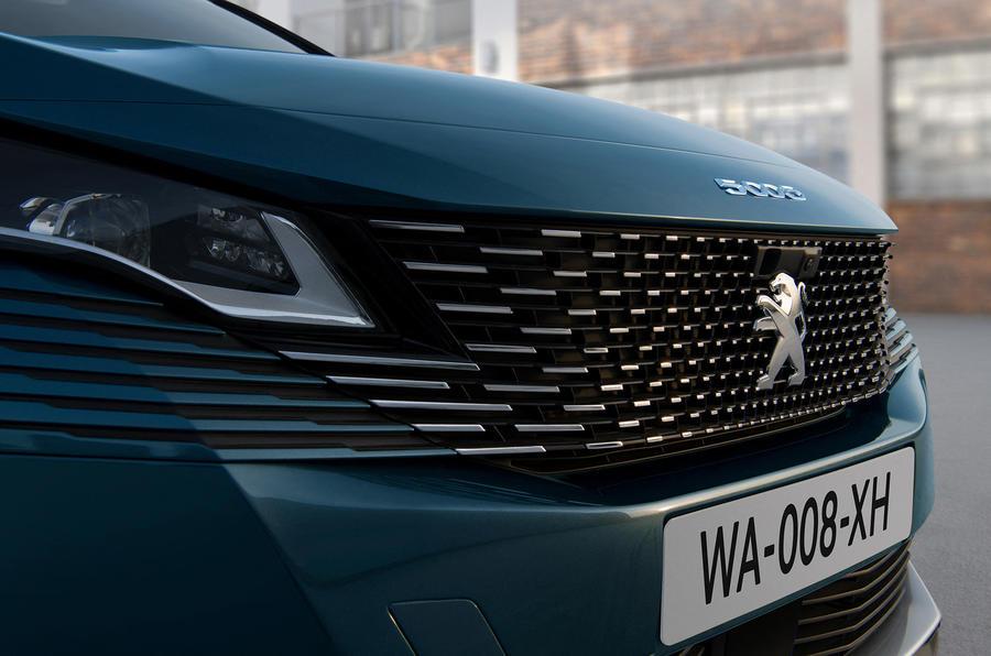 Peugeot 5008 получит доработки стиля и интерьера в 2020 году