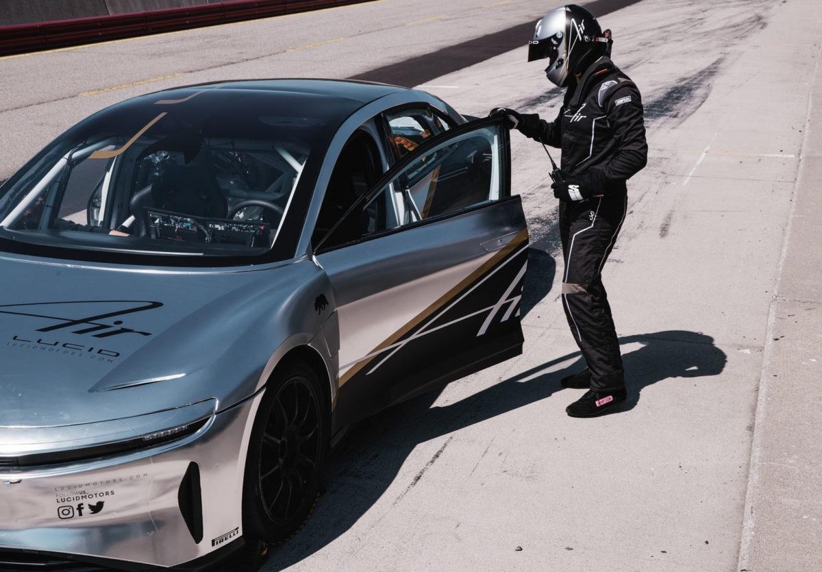 Компания Lucid вывела на тесты 1200-сильный электрический седан Air