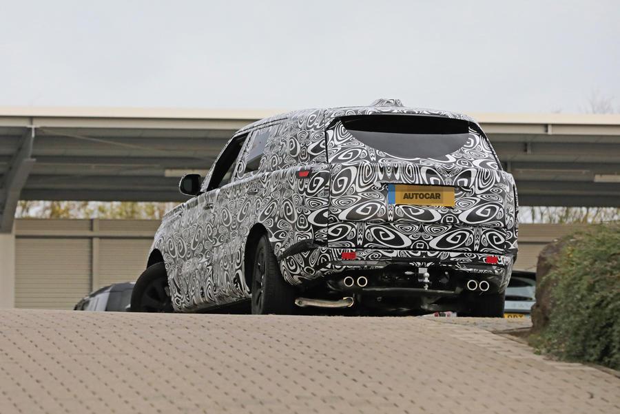 Новый Range Rover 2021 года получил удлиненную колесную базу