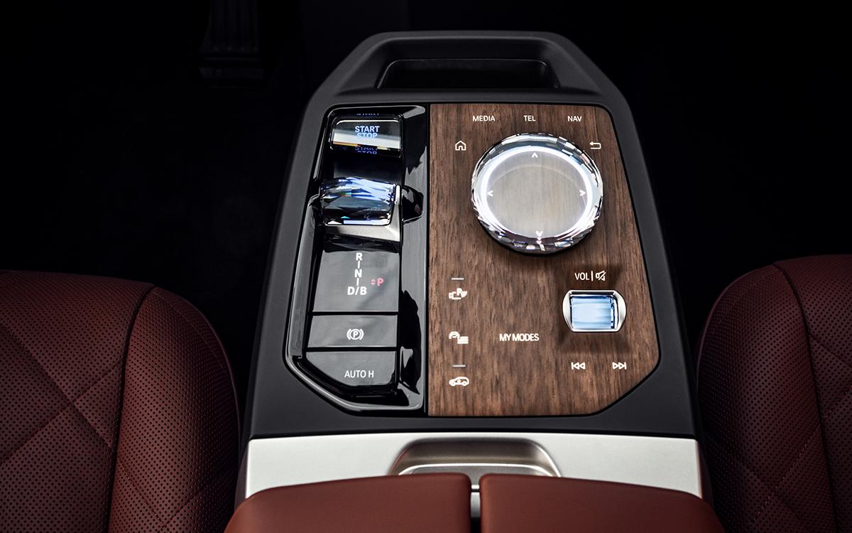 Компания BMW представила новый флагманский электромобиль