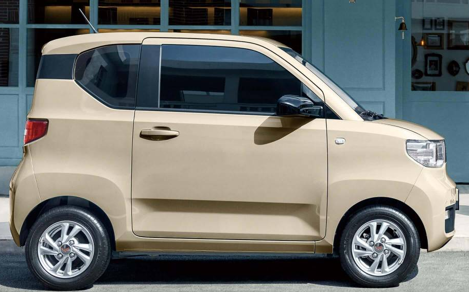 В Китае самым продаваемым стал крошечный электромобиль Hongguang стоимостью $4400