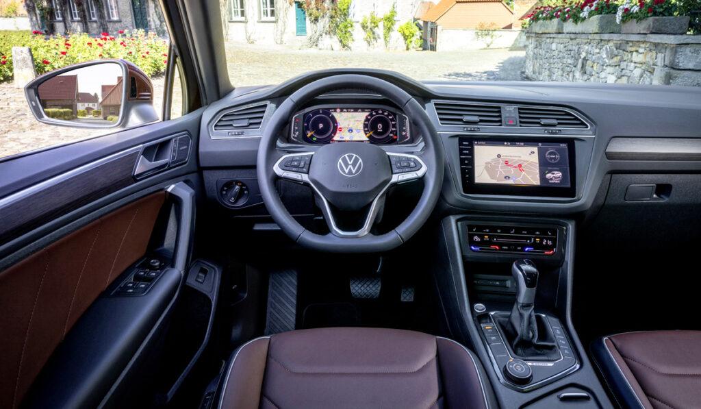 Автоконцерн Volkswagen официально представил обновлённый кроссовер Tiguan для России